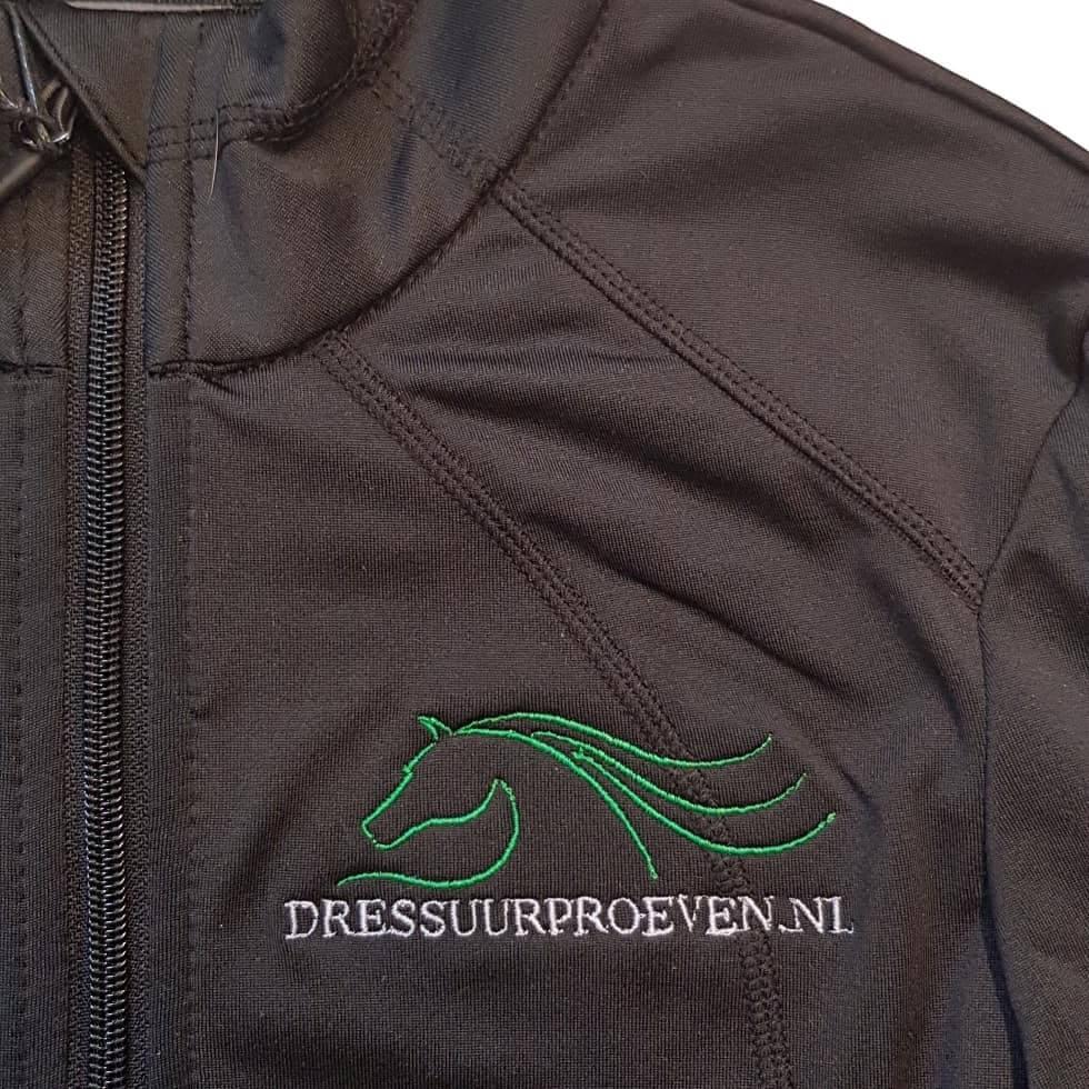 Jasje borduren met paarden logo