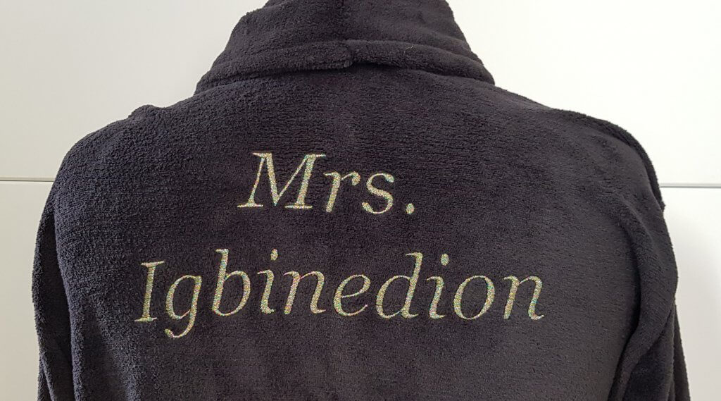 Naam borduring Mrs. met multicolor