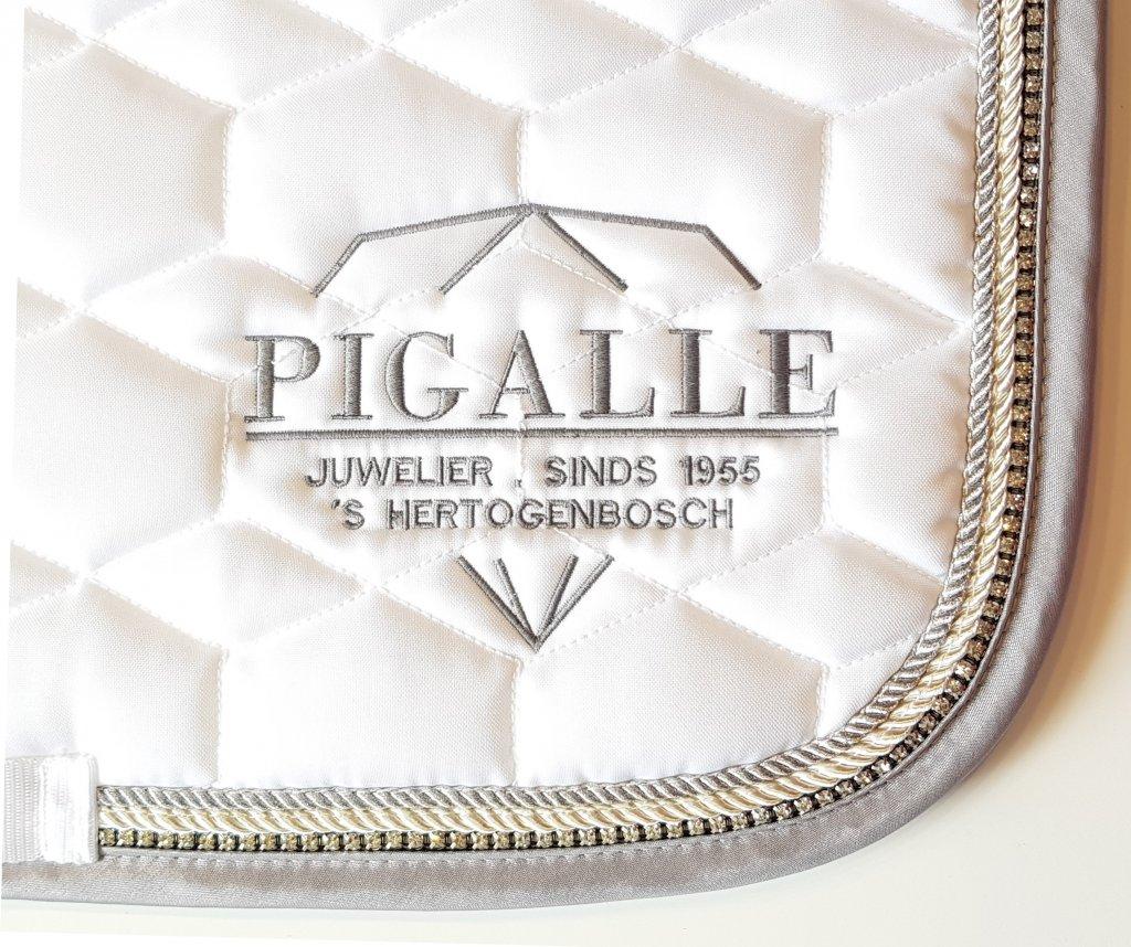 Sjabrak met Pigalle logo geborduurd