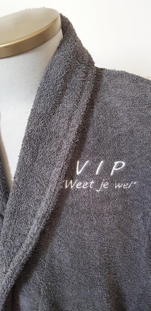 Badjas met VIP geborduurd