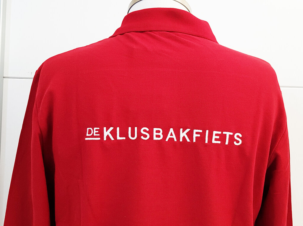 De Klusbakfiets rugborduring polo